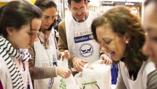 Donación De Alimentos En Los Centros Carrefour
