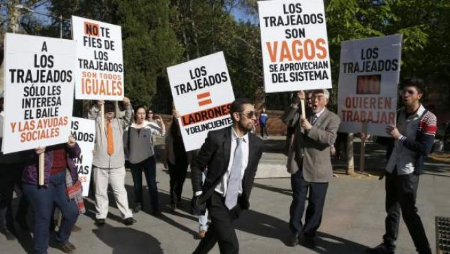 Acto en Madrid con motivo del Día Internacional del Pueblo Gitano para denunciar la discriminación que sufre la mayoría de los diez millones de personas de esta etnia que viven en Europa.
