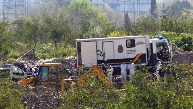 Un laboratorio de la Policía Científica recogió este martes los huesos encontrados en Camas y que, finalmente, no pertenecen a Marta del Castillo.