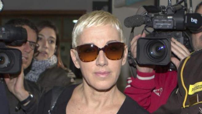 La cantante Ana Torroja a su llegada a los Juzgados de Palma donde ha dado comienzo el juicio en el que está acusada de dos delitos fiscales por los que la Fiscalía pide para ella 18 meses de prisión y la Abogacía del Estado 3 años y 3 meses de cárcel.