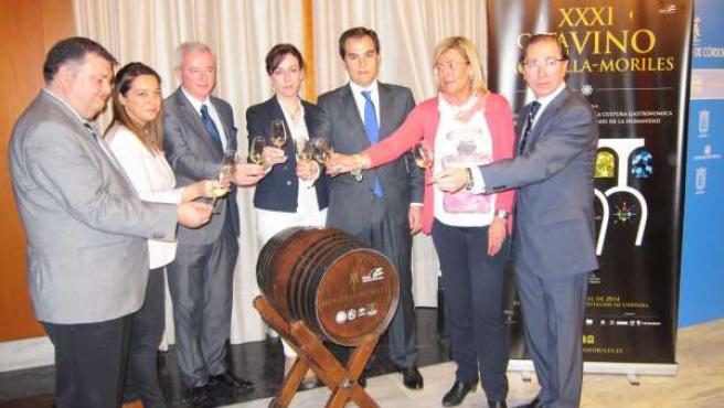 Los máximos responsables de Ayuntamiento, Diputación y Junta brindan por la Cata