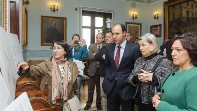 Diego en el Ayuntamiento con motivo de la firma del contrato del instituto