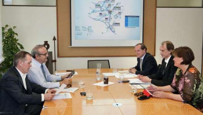 Reunión de las delegaciones del Gobierno vasco y del Gobierno de Navarra.