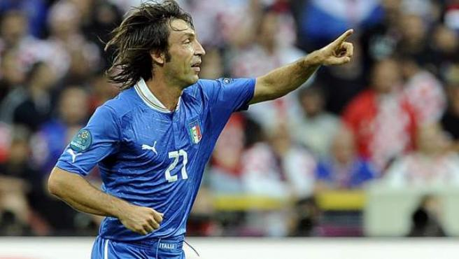 Andrea Pirlo, centrocampista de Italia, celebra un gol ante Croacia.