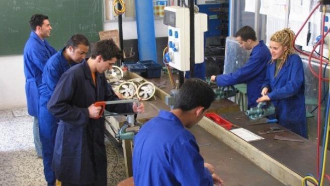 Un grupo de jóvenes trabajadores.