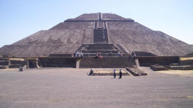 Vista de la Pirámide del Sol en Teotihuacán (México).