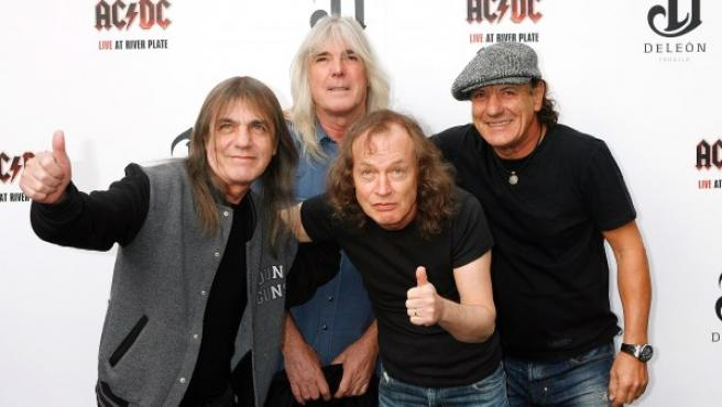 Malcolm Young, Cliff Williams, Angus Young y Brian Johnson (izda. a dcha) de ACDC en Londres en 2011.