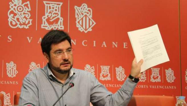 El Portavoz Adjunto De EUPV En Las Corts, Ignacio Blanco, En Rueda De Prensa.
