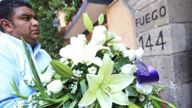 Imagen de la vivienda de Gabriel García Márquez en México DF, adonde llegaron cientos de ramos de flores tras su fallecimiento.