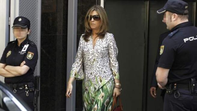 Rosalia Iglesias, mujer del extesorero del PP Luis Bárcenas, a la salida de la Audiencia Nacional, tras declarar ante el juez Pablo Ruz.