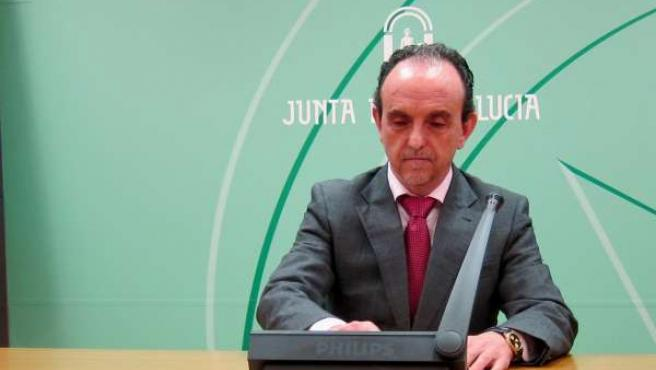 Consejero de Turismo y Comercio, Rafael Rodríguez, hoy en rueda de prensa.