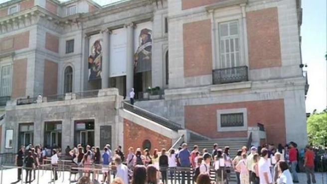 Largas colas en el Museo del Prado