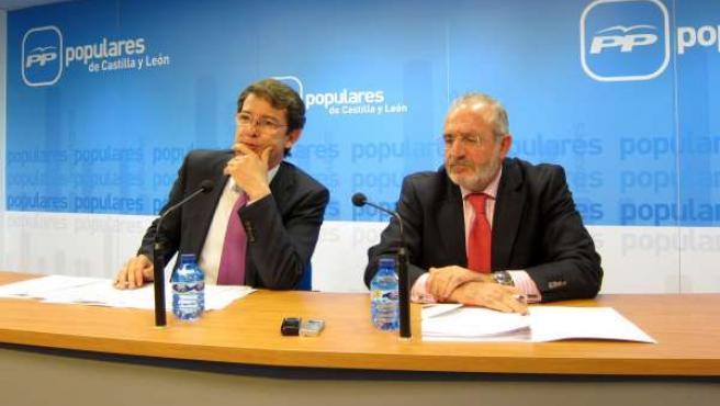 Díaz de Mera (d) y Fernández Mañueco (i) tras la reunión del Comité de Campaña