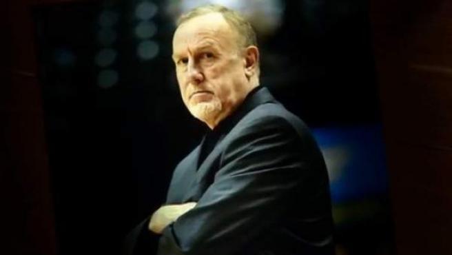 El entrenador Rick Adelman deja la NBA después de 23 temporadas en los banquillos.