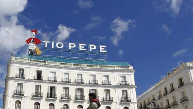 Luminoso del cartel de Tío Pepe, en su nueva ubicación, este martes