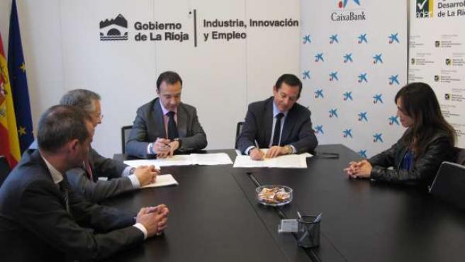 Firma convenio CaixaBAnk y Gobierno riojano