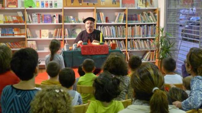 Actividad infantil en una de las bibliotecas de Fraga (Huesca)