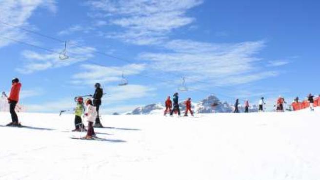 Esquiadores en una de las estaciones de Aramón