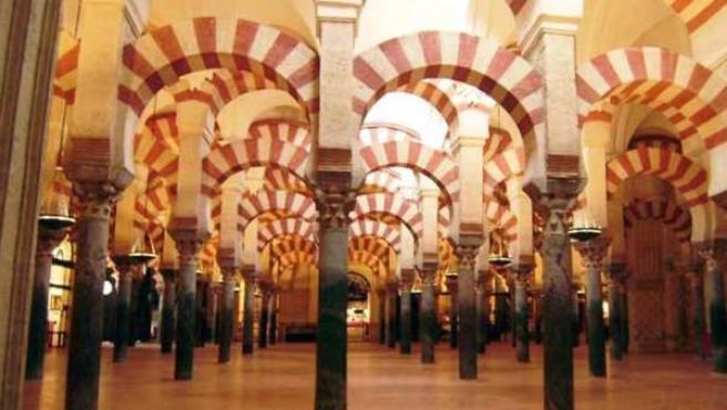 La superficie de la Mezquita-Catedral es de 23.400 metros cuadrados.