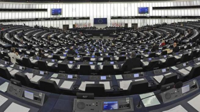 Imagen tomada con un objetivo de ojo de pez que muestra el pleno del Parlamento Europeo en Estrasburgo.