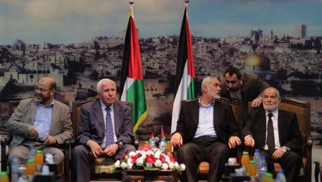 Líderes palestinos de Al Fatah y Hamás se reúnen en la Franja de Gaza.
