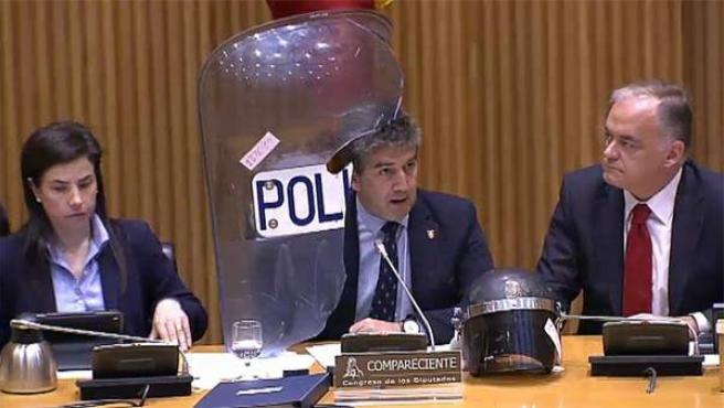 El director general de la Policía, José Ignacio Cosidó, ha anunciado la destitución del jefe de la Primera Unidad de Intervención Policial (UIP), los antidisturbios.