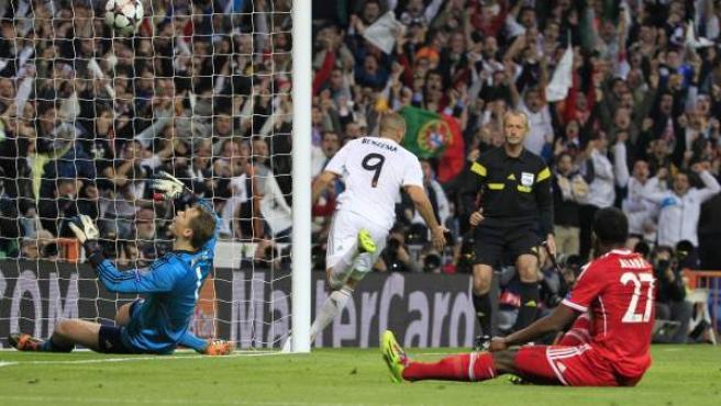 Karim Benzema celebra su gol ante el Bayern.