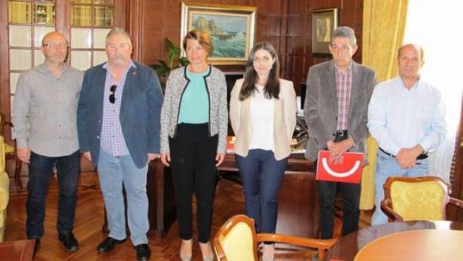 Margalida Duran con representantes de CCOO y UGT