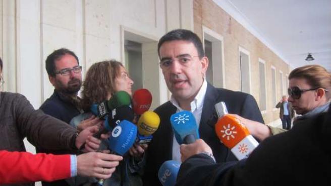 El portavoz del grupo parlamentario socialista, Mario Jiménez.