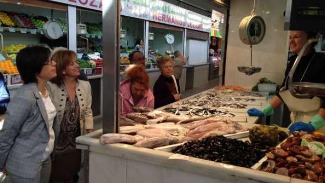 María Gámez PSOE en el mercado de Huelin