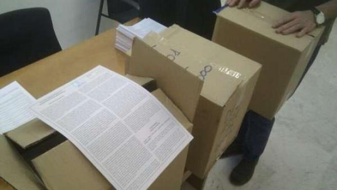 Recogida pliegos firmas por uan tv pública