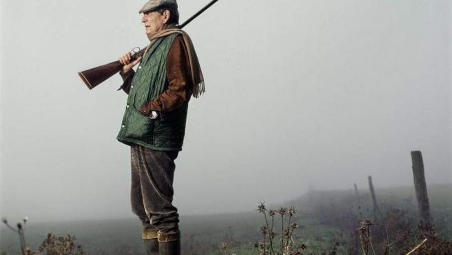 Chema Conesa retrata al escritor Miguel Delibes en Valladolid en 1993. 'Retratos de Papel' es una amplia retrospectiva de 109 fotografías del autor murciano que funcionan como un gran repaso al panorama cultural e intelectual español de los últimos 35 años