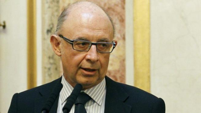 El ministro de Hacienda y Administraciones Públicas, Cristóbal Montoro, durante unas declaraciones a los medios en el Congreso de los Diputados.