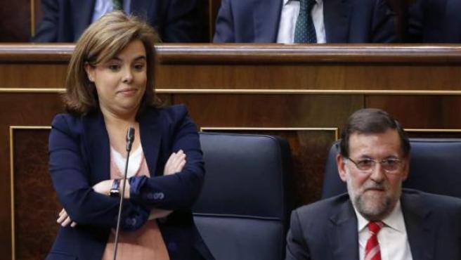 La vicepresidenta del Gobierno, Soraya Sáenz de Santamaría, junto al presidente del Ejecutivo, Mariano Rajoy, durante la sesión de control al Gobierno en el Congreso de los Diputados.