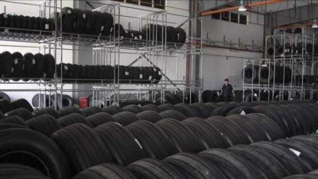 Vista de una fábrica de neumáticos.