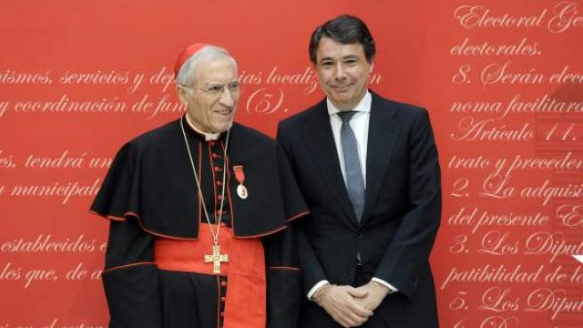 El presidente de la Comunidad de Madrid, Ignacio González, junto al cardenal Rouco Varela, durante la entrega de Medallas de Oro de la Comunidad de Madrid.
