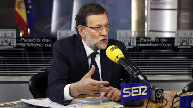 """El presidente del Gobierno, Mariano Rajoy, durante su entrevista en el programa """"Hoy por hoy"""" de la cadena SER."""