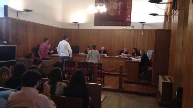 Juicio acusados de retener y abusar sexualmente de una menor