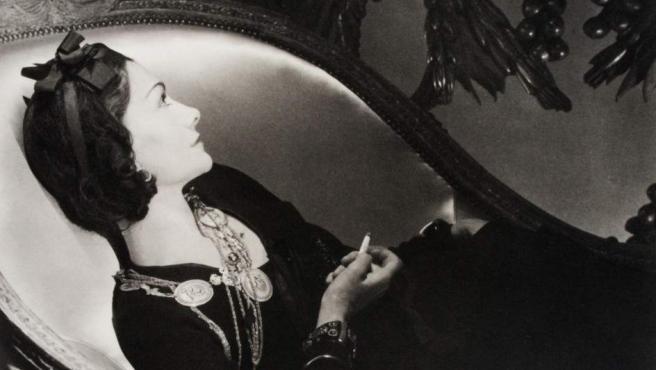 El fotógrafo Horst P. Horst retrata a Coco Chanel en 1937
