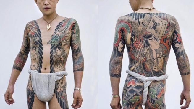 Vistas frontal y posterior de un tatuaje tradicional japonés