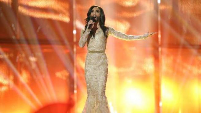 Conchita Wurst, en un momento de su actuación en Eurovisión. Ha sido la sensación de esta gala.