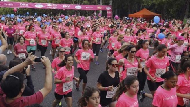 Más de 30.000 personas participaron en Madrid en la Carrera de la Mujer, el mayor evento deportivo de este tipo en Europa.