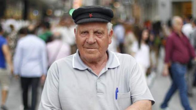 """Eugenio Pulido, de 79 años, ayuda a sus hijos con su pensión: """"La familia está para ayudarse""""."""