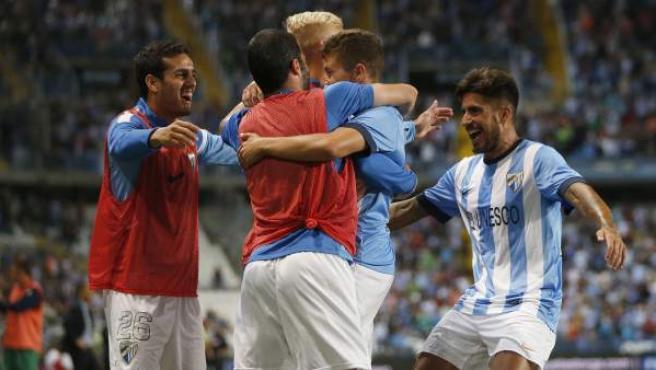 Los jugadores del Málaga celebran su gol ante el Levante en la última jornada de Liga.