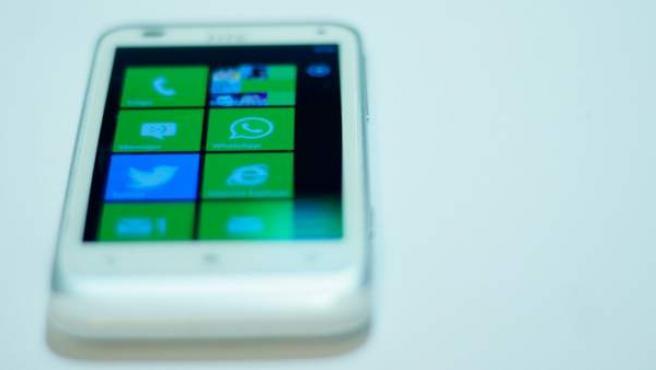 Logotipo de Whatsapp en un móvil Windows Phone.