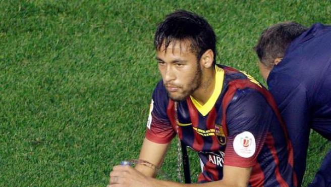 El delantero brasileño del FC Barcelona Neymar, al término de la final de la Copa del Rey.