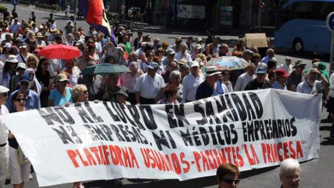 Cabecera de la 'marea blanca' contra la privatización de la sanidad en la Comunidad de Madrid, la decimonovena que sale a la calle desde el inicio de las movilizaciones.