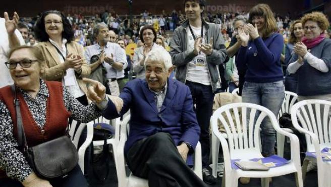 El expresident Pasqual Maragall, junto a su esposa, Diana Garrigosa, asistió al mitin central de ERC, dónde fue ovacionado por 1.500 personas.