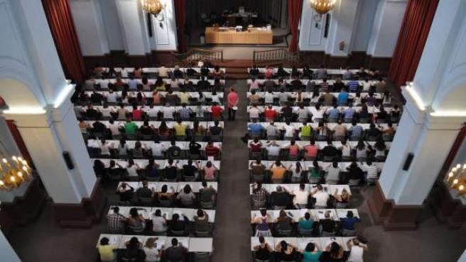Alumnos se examinan en la UNED Valencia