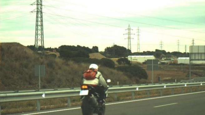 Motocicleta circulando a 178 km/h cuando el límite es de 80